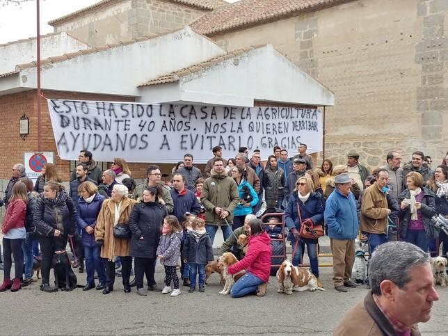 1.000 personas contra el derribo de la casa de agricultura