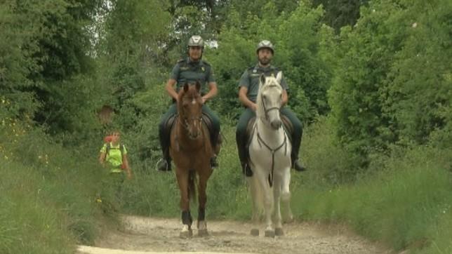 Miembros del escuadrón de caballería en el Camino de Santiago a su paso por Navarra