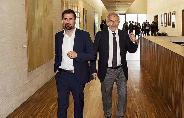 El líder del PSOE,Luis Tudanca, y el expresidente regional, DemetrioMadrid