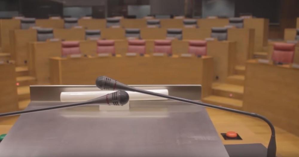 El pleno del Parlamento elige hoy al senador autonómico