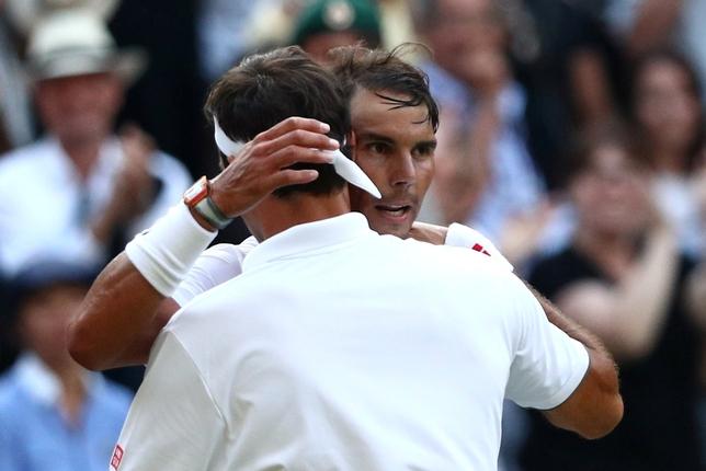 Federer aparta a Nadal de la 'Catedral'