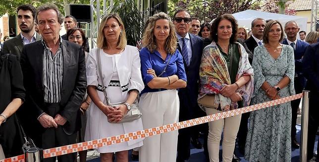 Los exconsejeros del anterior Gobierno autonómico estuvieron presentes, con excepción del expresidente Herrera.