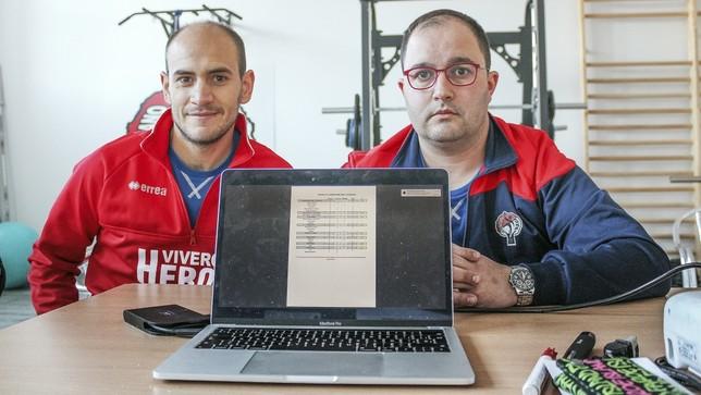 El entrenador, Daniel Gordo (derecho), y su segundo, Alejandro Pereira.