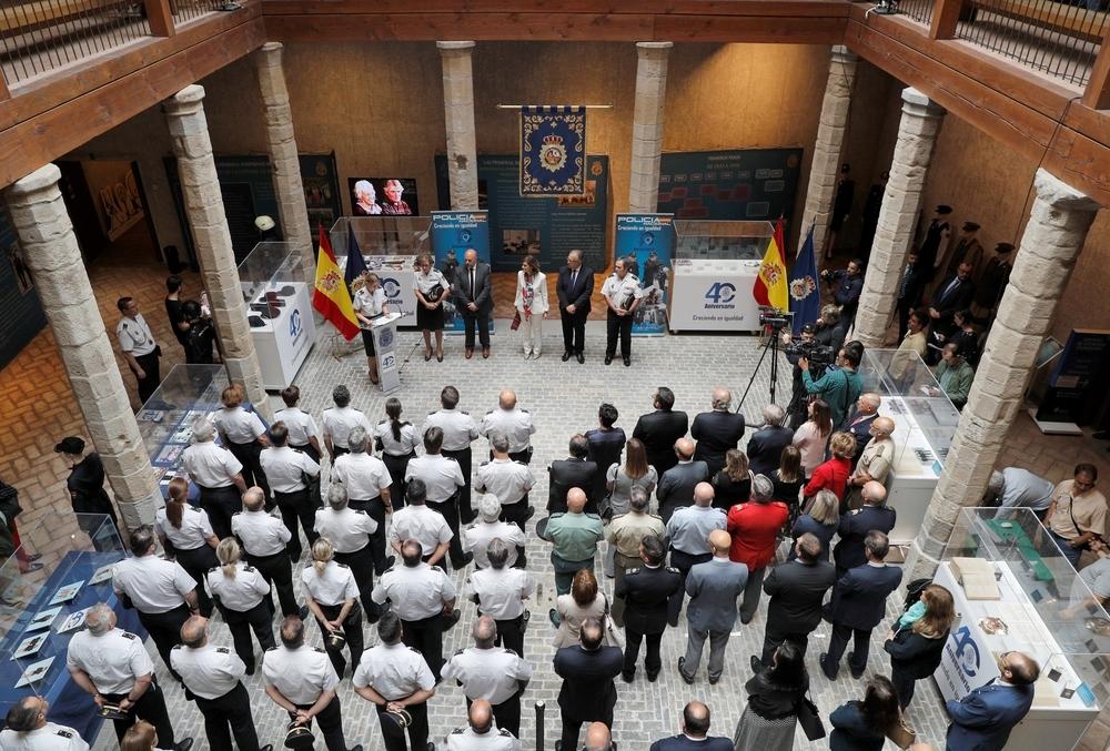 Homenaje a los agentes fallecidos de Policía Nacional