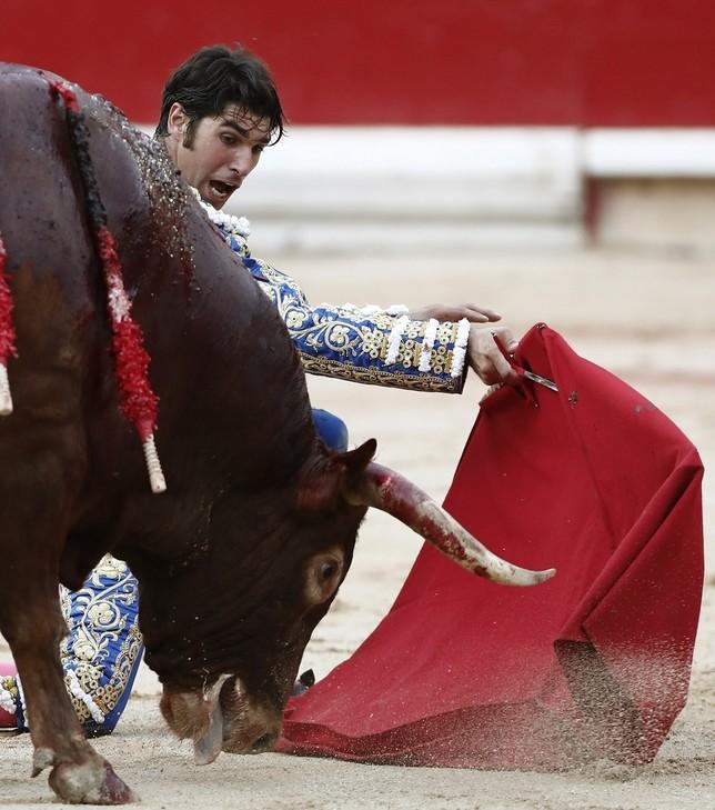 Cayetano corta cuatro orejas y conquista Pamplona JESÚS DIGES