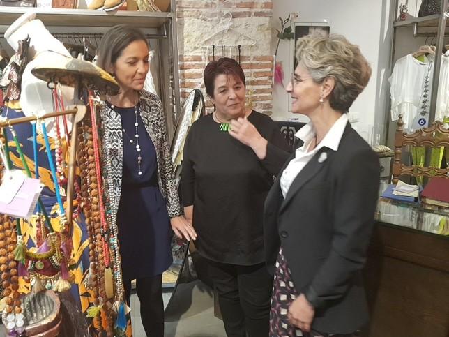 La ministra, de compras por Segovia