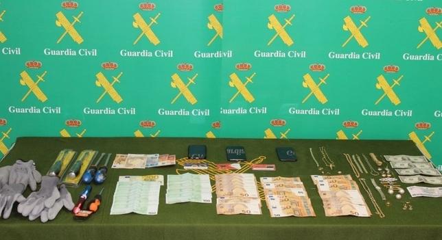 Desarticulada una banda acusada de 18 robos en viviendas