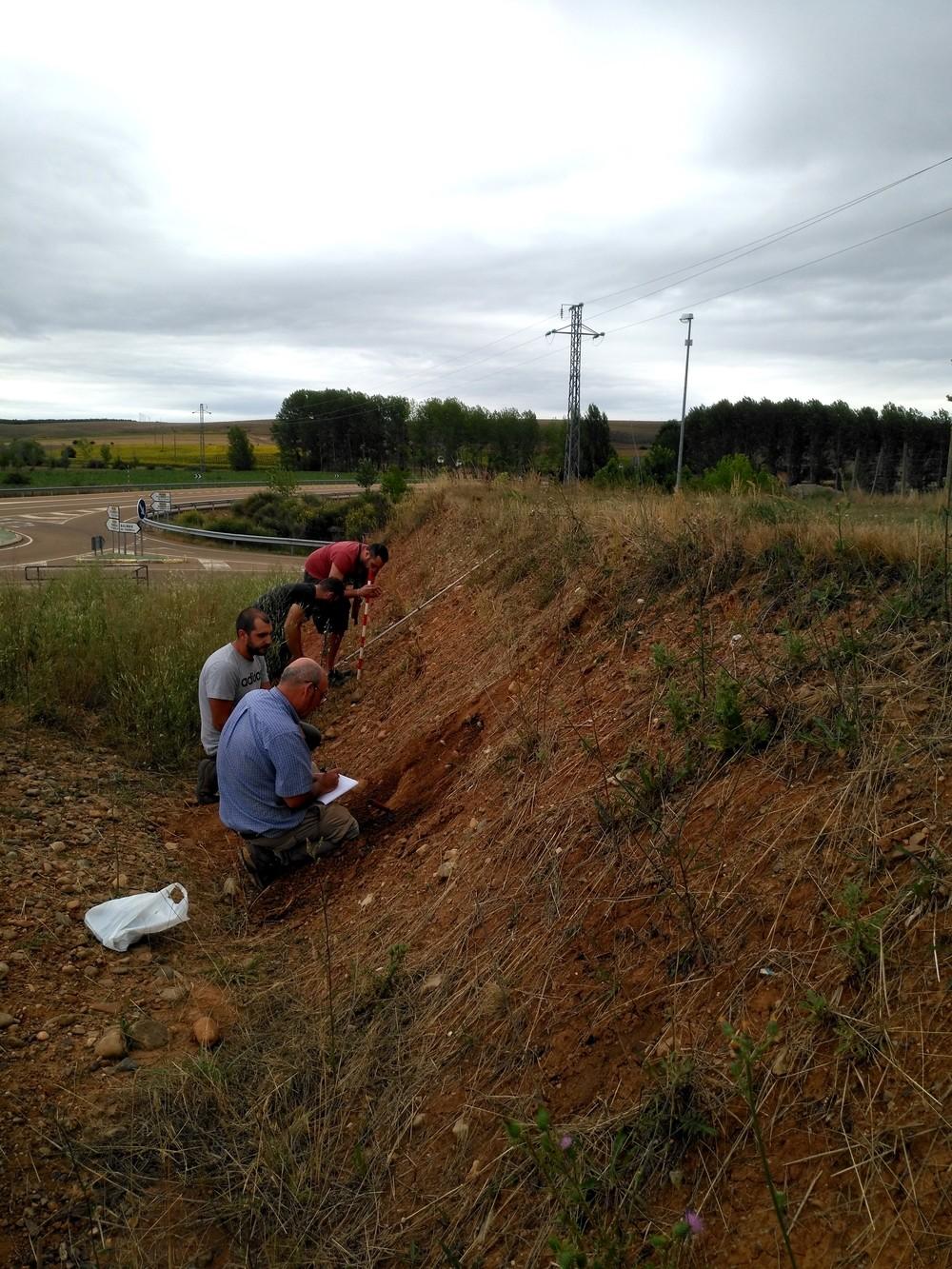 Muestreo e investigación en terrazas del río Pisuerga.