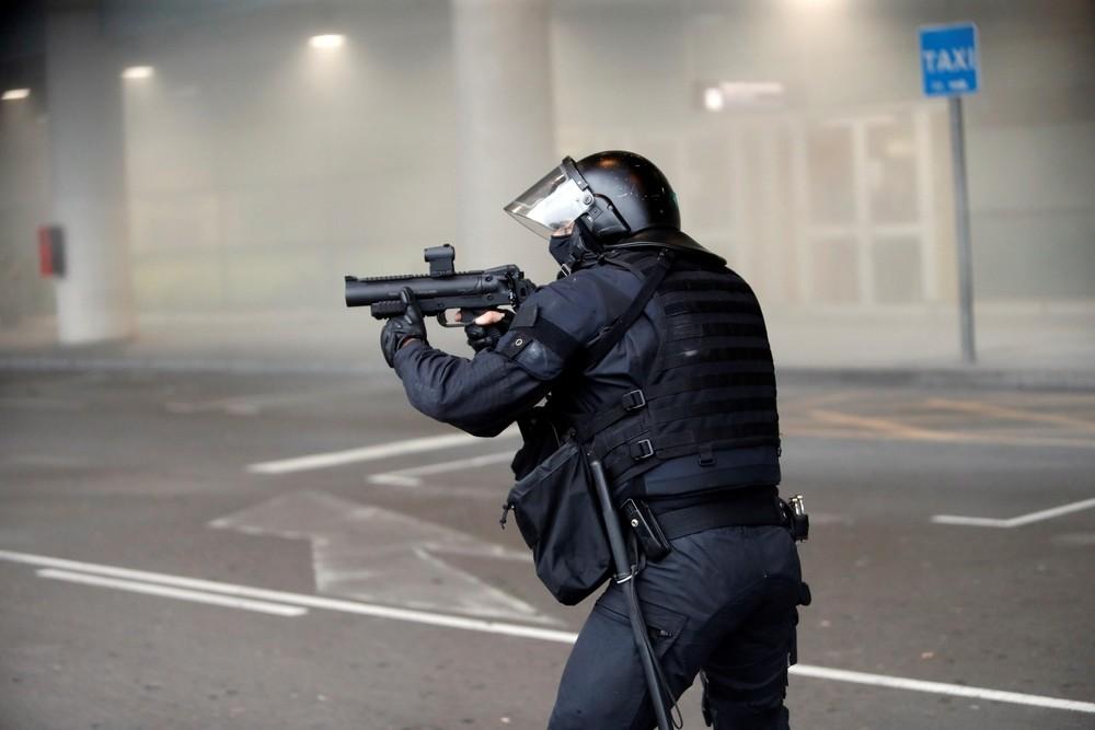 El Govern investigará la actuación de los Mossos en El Prat