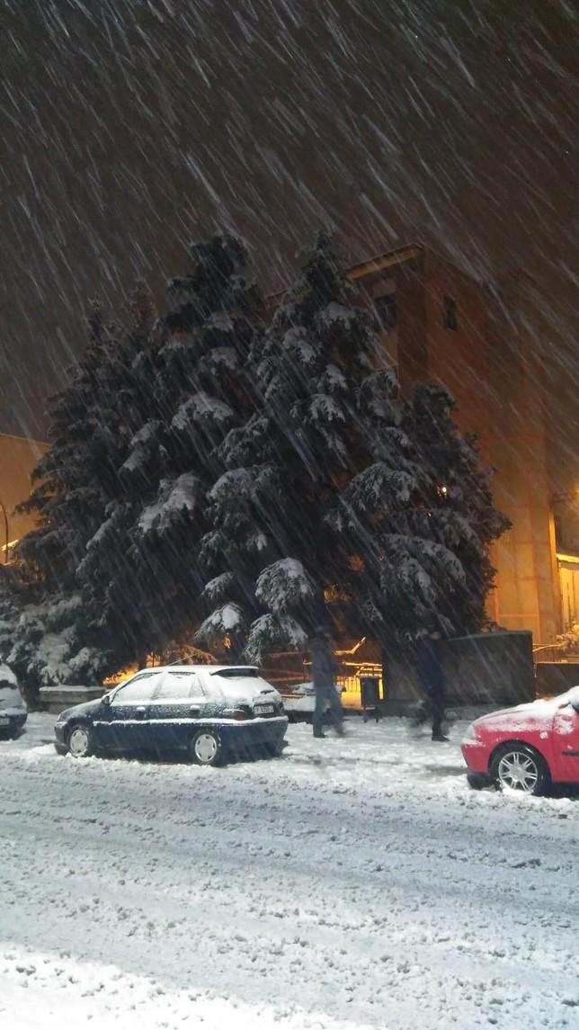la nieve llega con fuerza y corta la A-67 para camiones