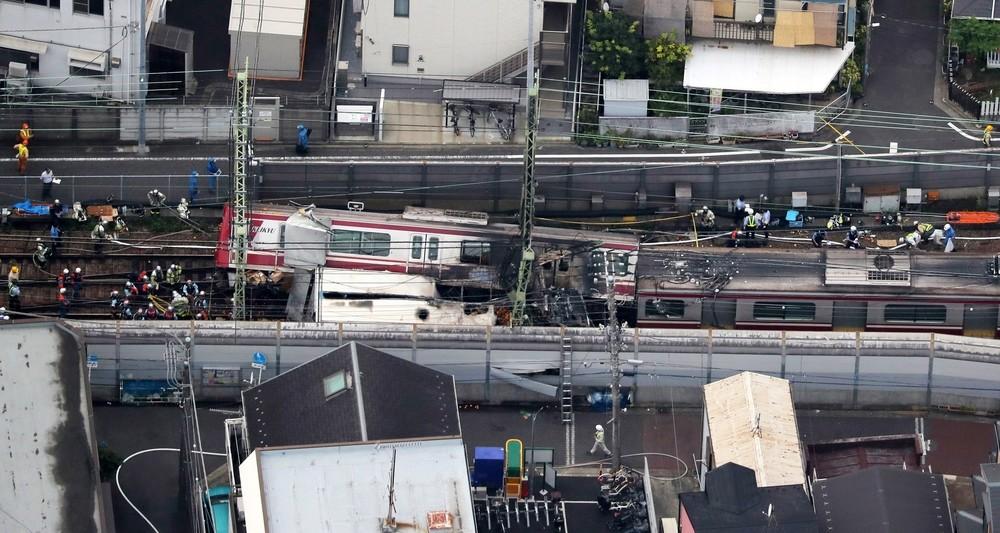 Más de 30 heridos tras chocar un camión y un tren en Japón