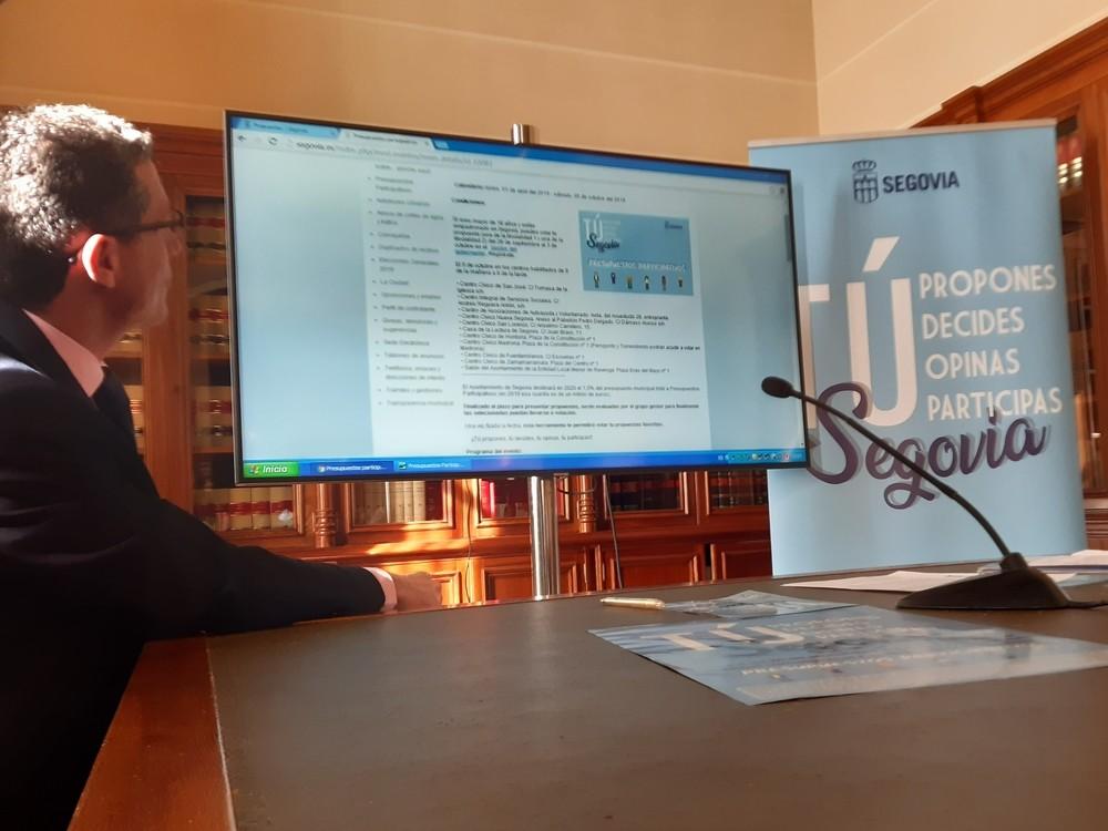 El concejal de Participación Ciudadana, Andrés Torquemada, explica cómo votar online para los Presupuestos Participativos de 2020.