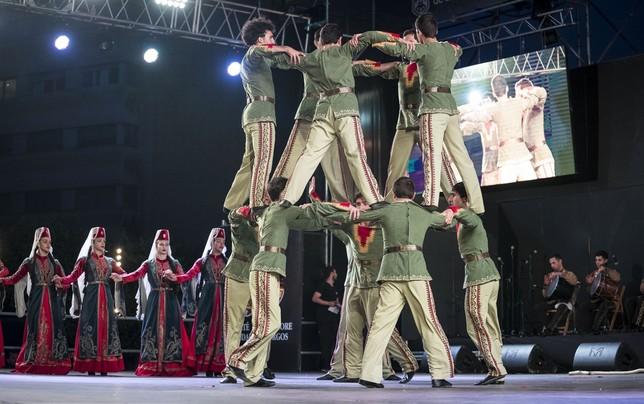 Actuación del grupo de Armenia.