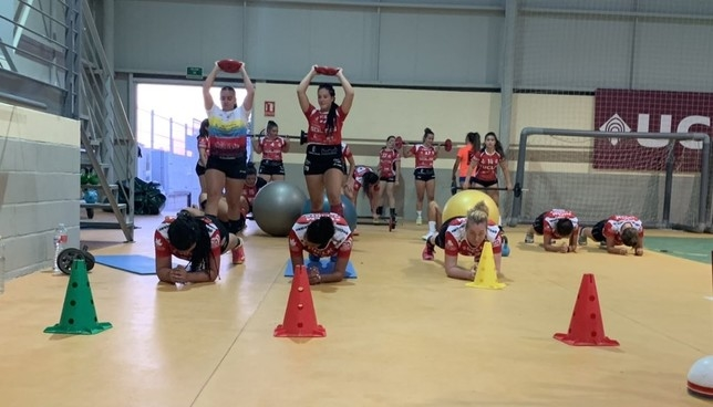 Varias jugadoras del Soliss Pozuelo, durante un ejercicio.