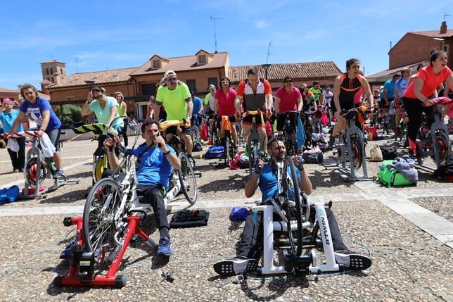 Ciclismo solidario en Fuensaldaña