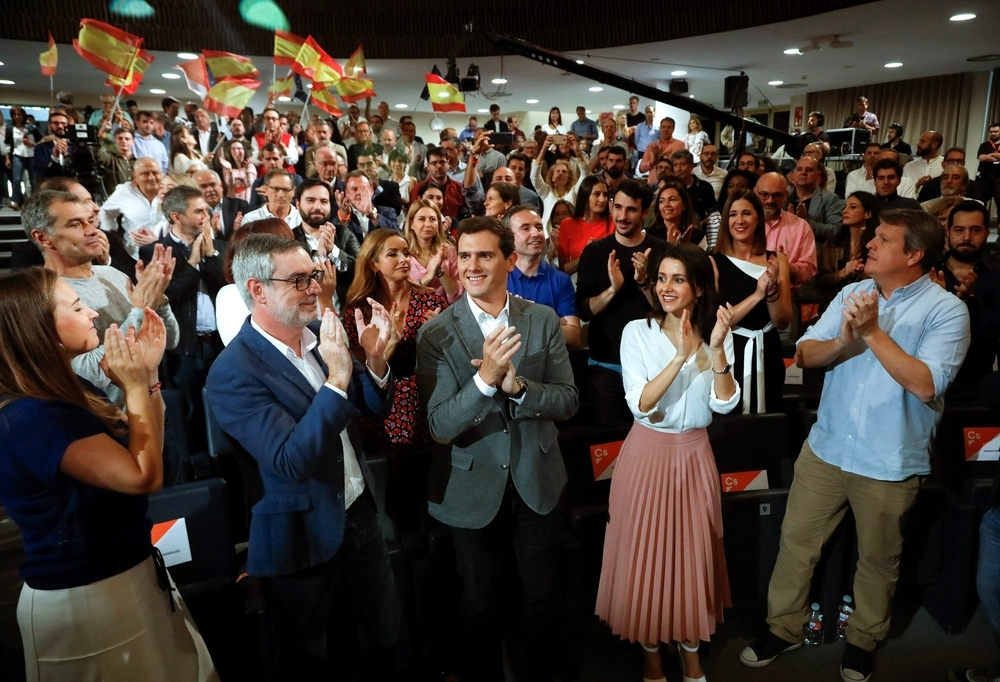 Rivera levanta el veto al PSOE y se abre a pactar con Sánchez