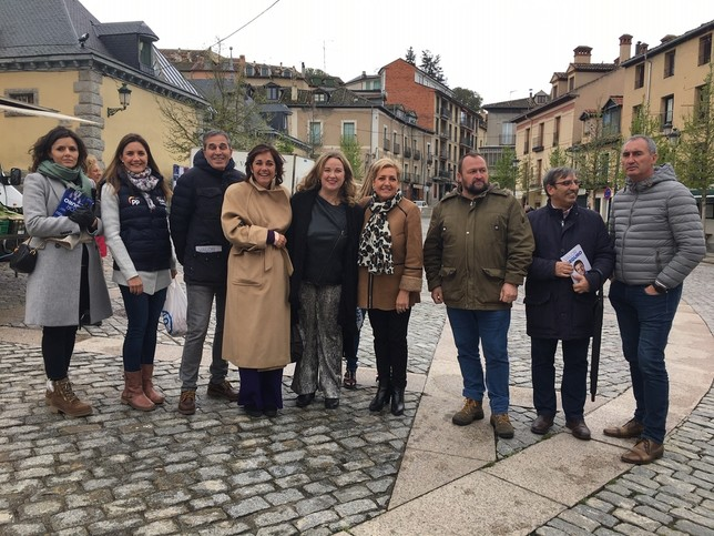 Visita de los candidatos del PP al mercado de La Granja, esta mañana