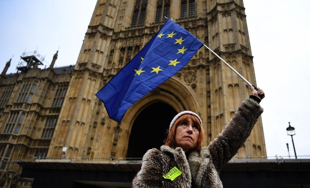 La UE aplaza su decisión sobre una prórroga del Brexit