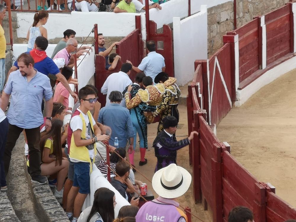 Castella y José Garrido salen a hombros del ruedo de Almazán