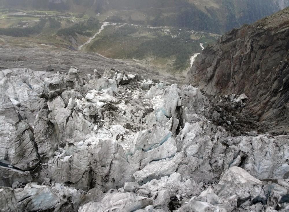 Un glaciar del Mont Blanc se derrite y puede derrumbarse