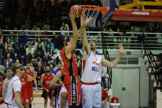 Basket Navarra quiere coger impulso en la pista del colista. Iñaki Martínez