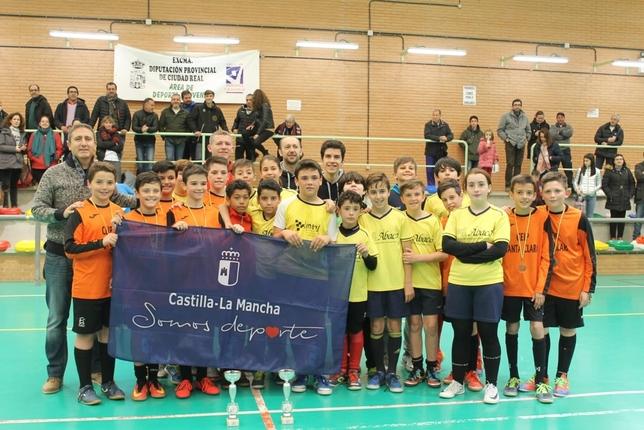 Santa Clara B de Alcázar y CEIP Pérez Molina disputaron la final de consolación en Torralba. LT