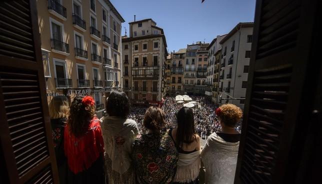 La música de AGAO, desde los balcones del Ayuntamiento Pablo Lasaosa-AGAO