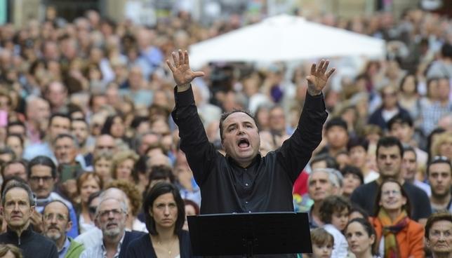 La música de AGAO se asoma a los balcones del Ayuntamiento Pablo Lasaosa-AGAO
