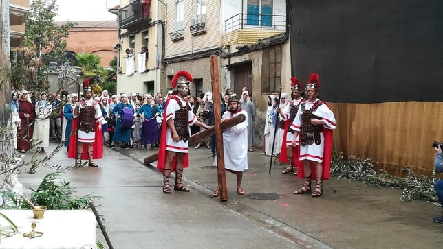 Cientos de personas reviven en Andosilla el Viacrucis