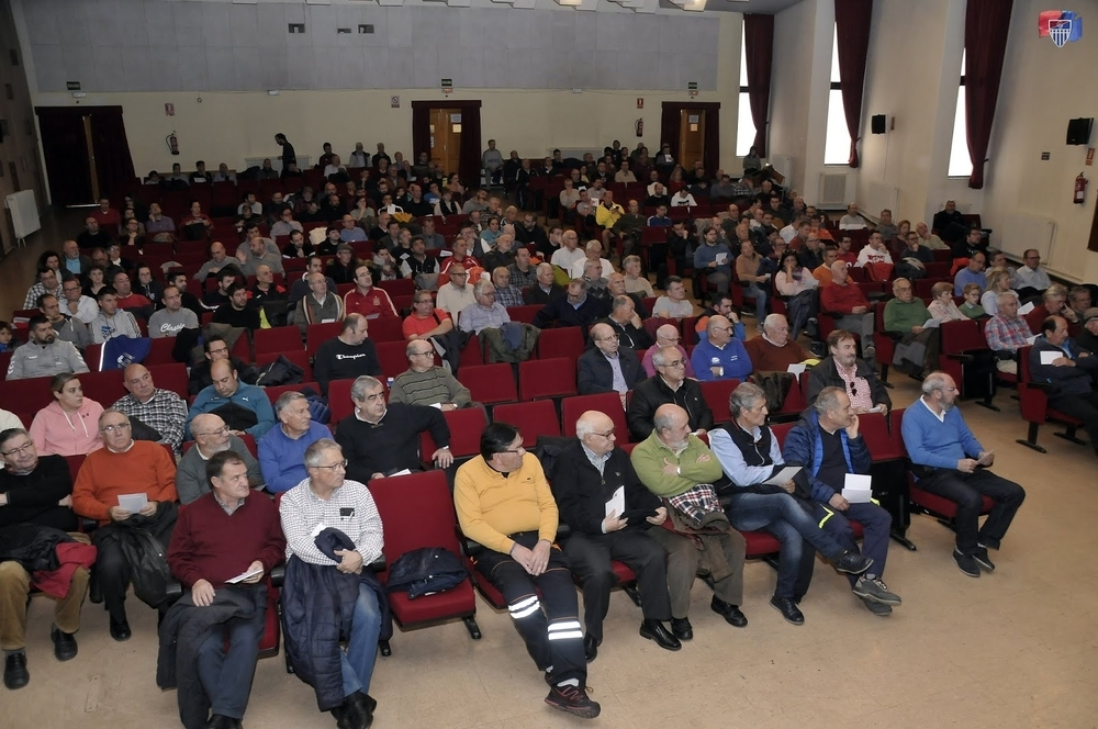 Asistentes a la asamblea extraordinaria de la Segoviana.