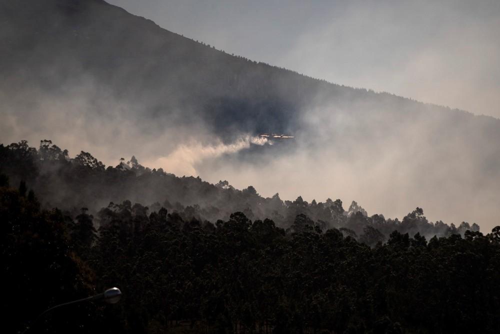 Cuatro fuegos forestales arrasan 500 hectáreas en Galicia