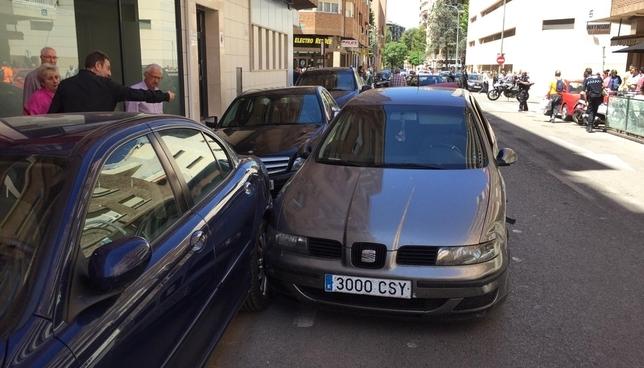 Una mujer herida en un aparatoso accidente en la calle Ángel RUBÉN SERRALLÉ