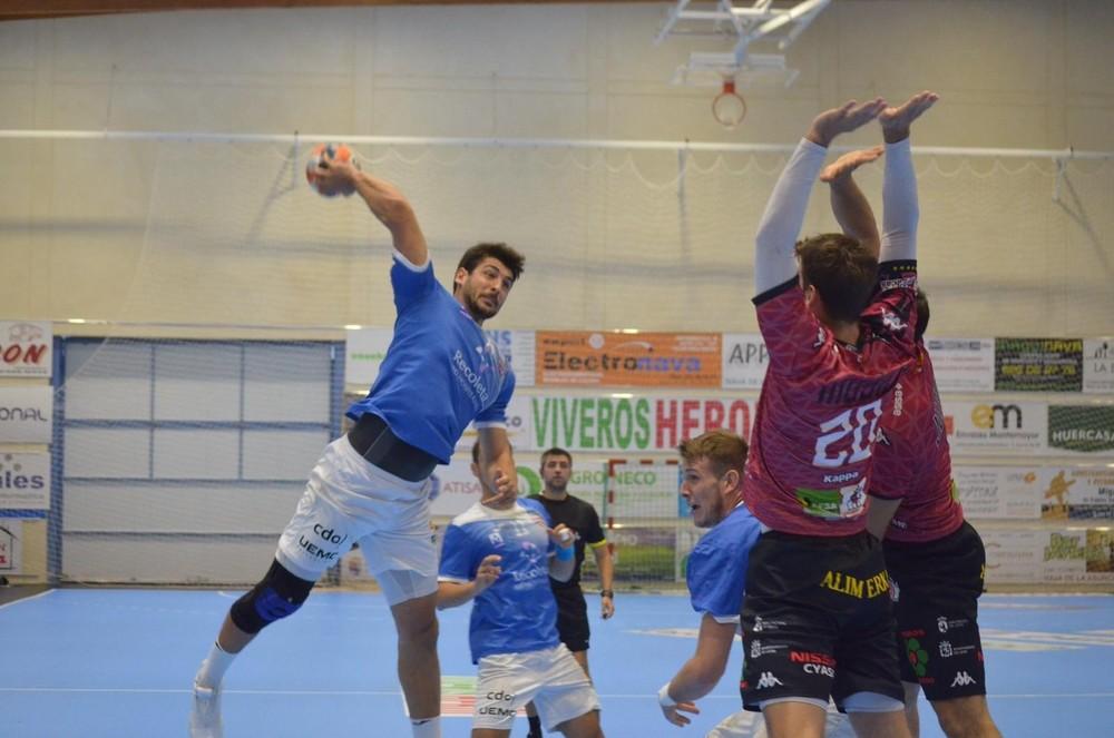 La defensa de Ademar deja sin final de la Copa al Recoletas