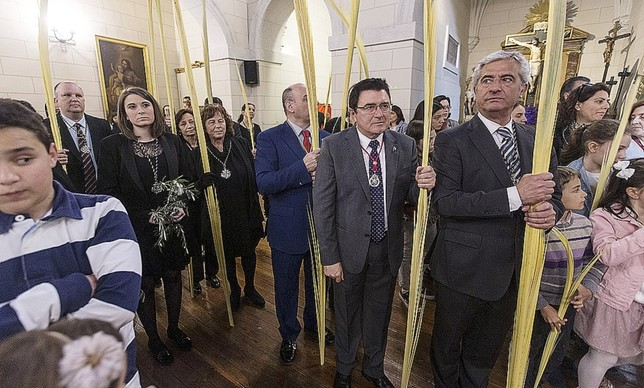 PRIMERA SALIDA TRIUNFAL A HOMBROS DE LA BORRIQUITA VÁctor Ballesteros