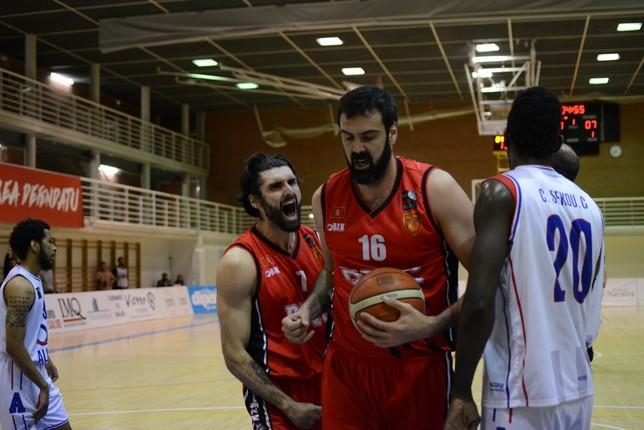 Basket Navarra da la campanada en Villarrobledo