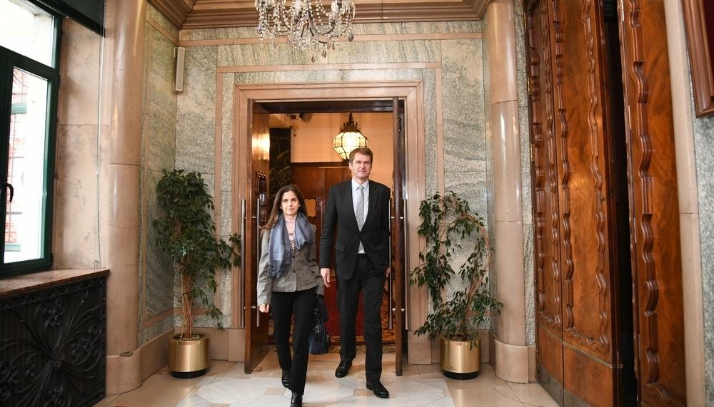 Hugh Elliot visitó ayer Burgos con su mujer.