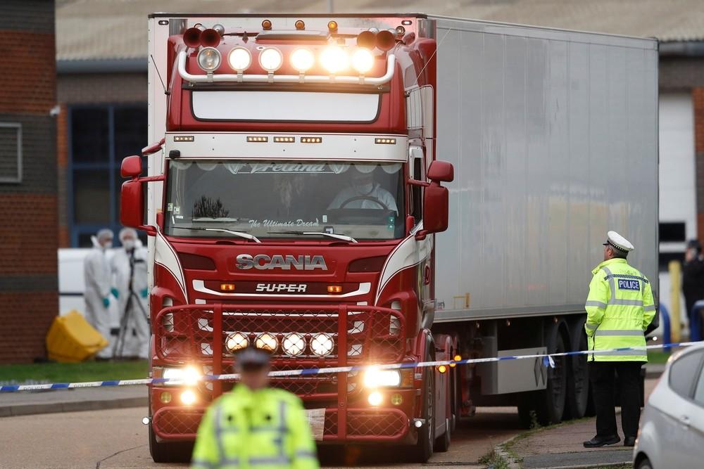 La Policía detiene a dos personas más por el camión de Essex