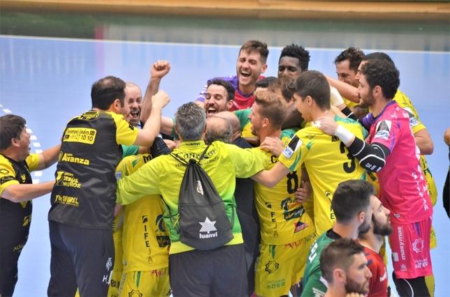 Los jugadores del Jaén FS festejan la clasificación