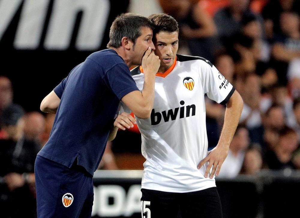 El Valencia lleva los puntos ante un buen Alavés
