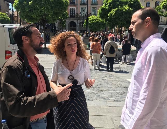Otero, esta mañana, en el centro, junto a Francisco Javier García Crespo, a la izquierda, y David García Foj