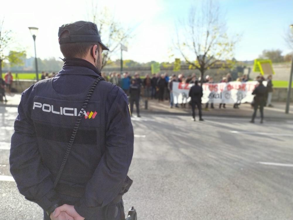 La visita del Rey suscita protestas de varios grupos