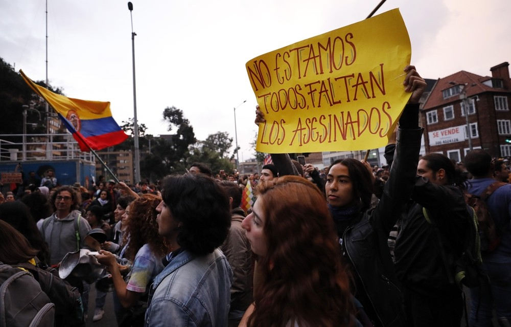 Un joven herido de gravedad en las manifestaciones de Bogotá