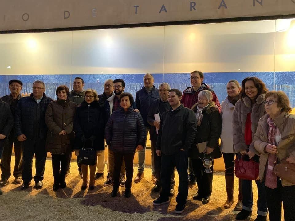 Autoridades y miembros asociación La Hoguera en la inauguración de la ruta de belenes.