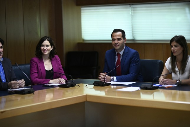 PP y Cs firman un acuerdo en la Comunidad de Madrid sin Vox