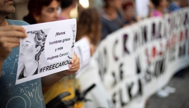 Una concentración denuncia la detención de Carola Rackete Villar Lopez