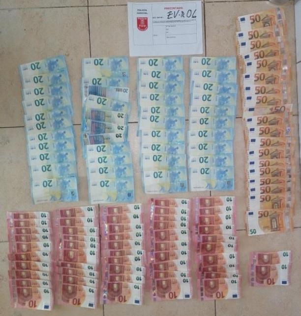Dos detenidos en Sarriguren por tráfico de drogas
