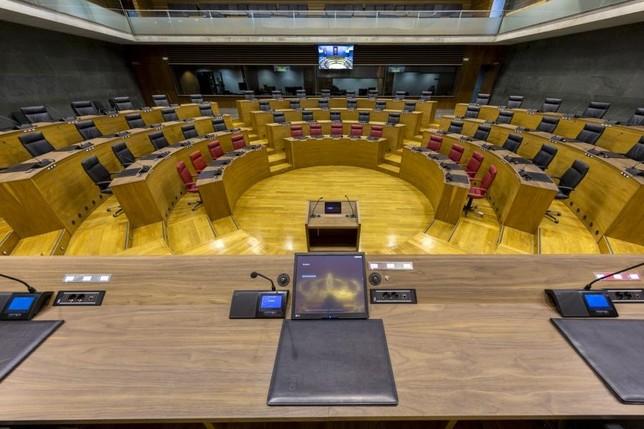 Reunión en busca de un acuerdo para la mesa del Parlamento