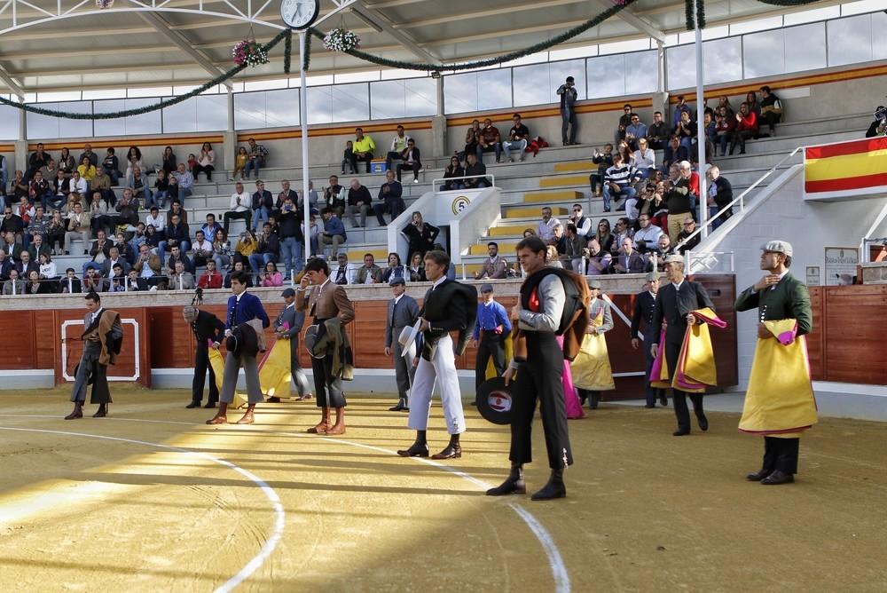 Gran ambiente en los tendidos para ver el festival taurino