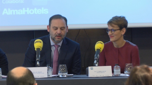Ábalos promete en Pamplona más inversiones para Navarra