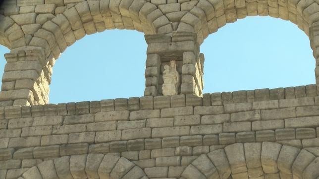 La imagen de la Virgen vuelve al Acueducto